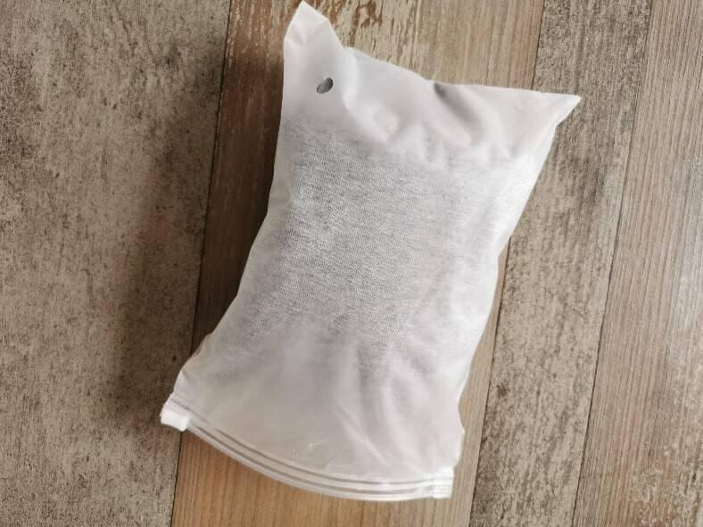 Eine Schutzverpackung umschließt die Dvala Schlafmaske und bewahrt sie somit vor Schmutz