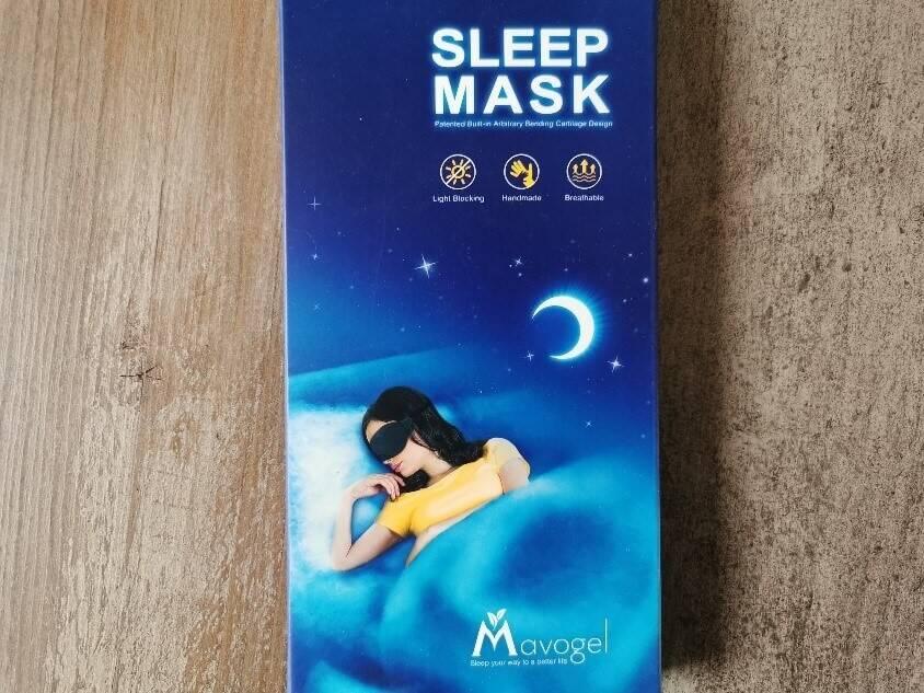 Die Verpackung der Mavogel Schlafmaske ist optisch ansprechend