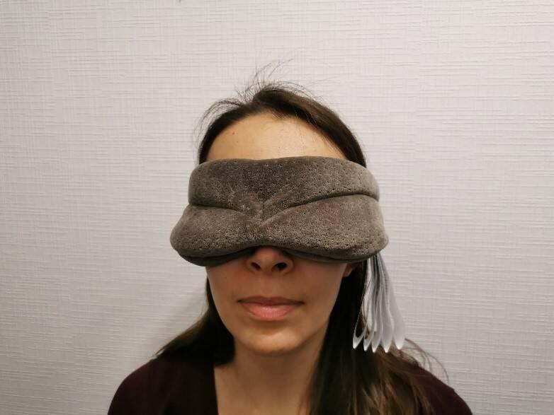 Die Hinweisschilder an der Maske sind etwas nachteilig für den Tragekomfort und sollten vor der Verwendung abgetrennt werden.