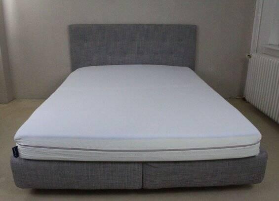 Emma One Matratze auf dem Bett